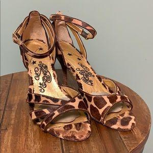 Giraffe print strapped sandals
